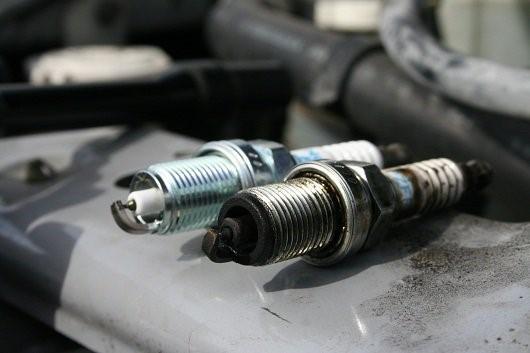 Когда и зачем менять свечи зажигания в автомобиле?
